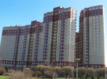 Вид на комплекс со стороны сквера